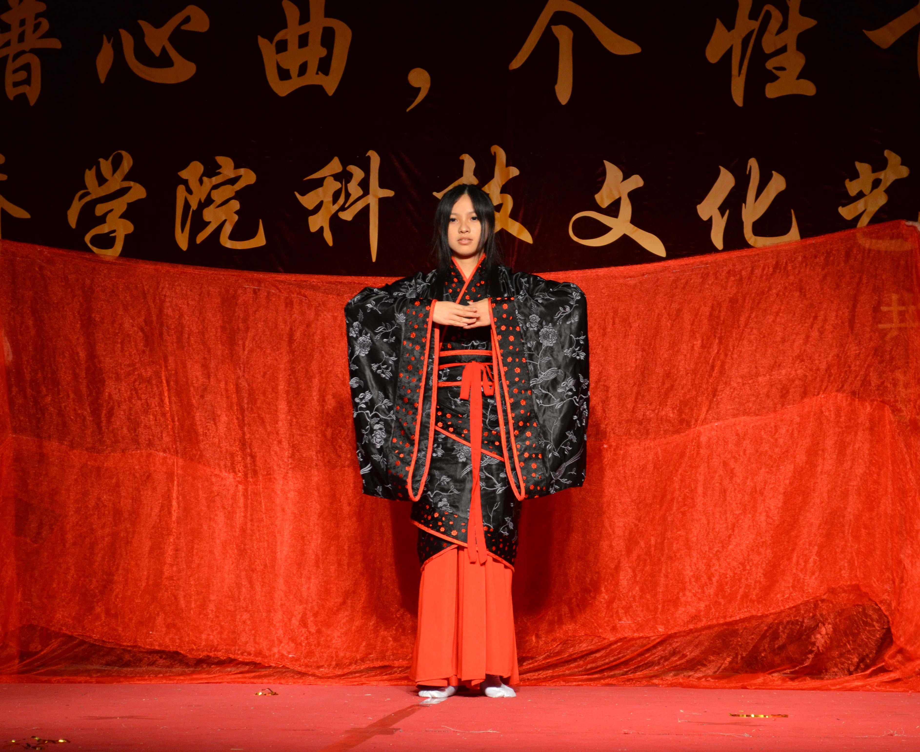 回顾历史,汉服表演  拍摄者刘青青图片